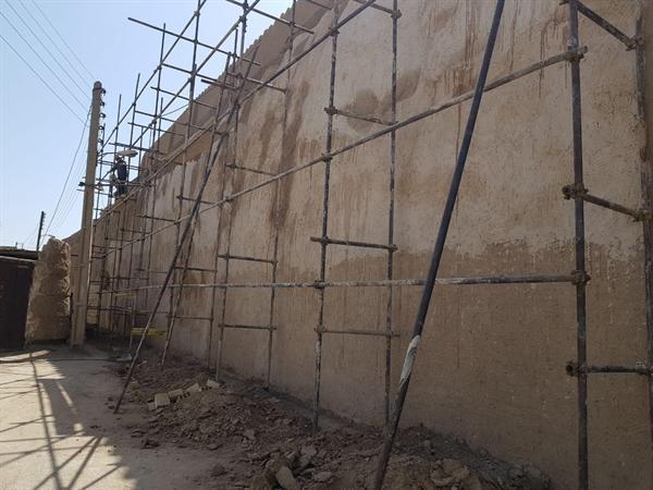 مرمت بخشی از دیواره های برج و باروی سلجوقی کاشان