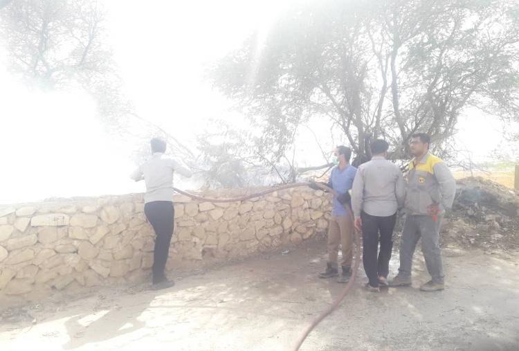 خبرنگاران آتش سوزی باغ های آبدان مهار شد