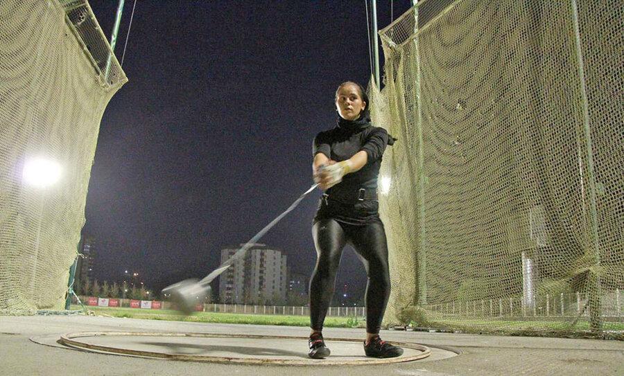 دانشگاه آزاد لرستان قهرمان دو و میدانی قهرمانی باشگاه های بانوان کشور شد