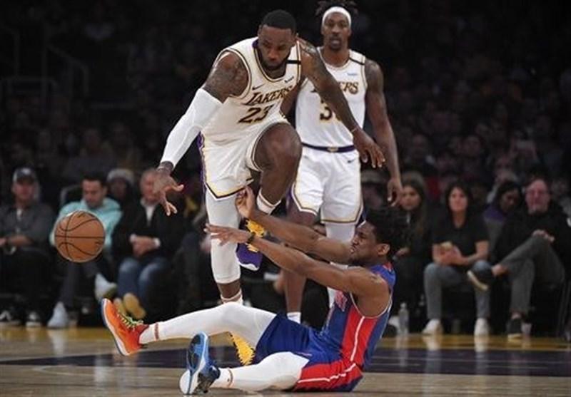 لیگ NBA، پیروزی تیم های شهر لس آنجلس در استیپلز سنتر، نودمین تریپل دابل جیمز در جشنواره دفاع لیکرز