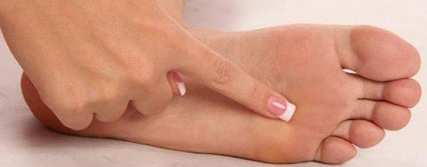 چگونه ترک کف پا را درمان کنیم؟